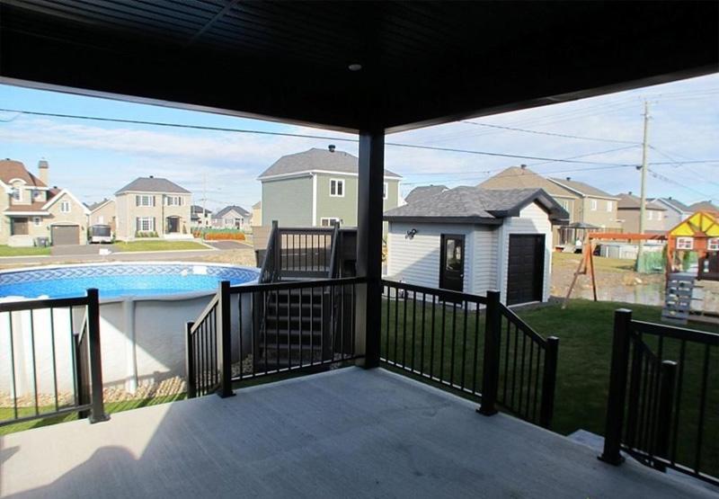 construction d 39 un patio en bois et b ton construction abg. Black Bedroom Furniture Sets. Home Design Ideas