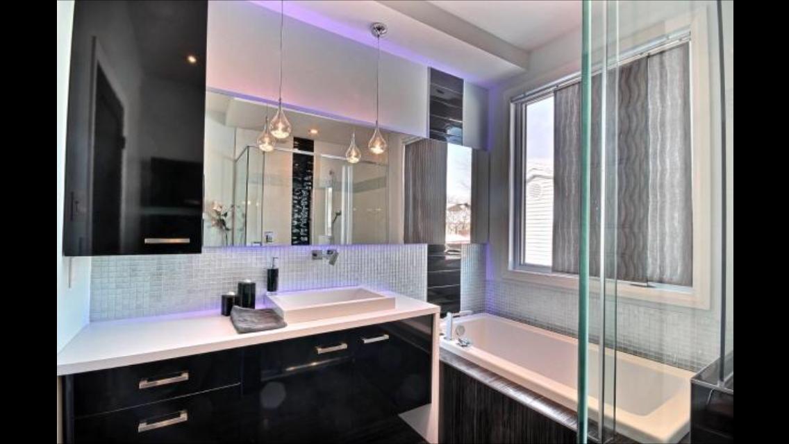 Salle de bain d 39 une maison neuve de luxe construction abg for Construction salle de bain