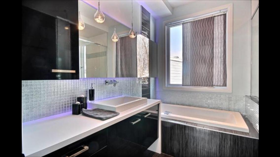 salle de bain d 39 une maison neuve de luxe construction abg. Black Bedroom Furniture Sets. Home Design Ideas